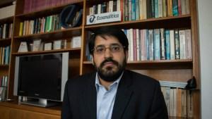 Asdrúbal Oliveros: Anuncios del régimen sobre operaciones en divisas intentan favorecer al bolívar
