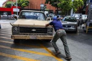 La escasez de gasolina golpea el transporte de alimentos en Venezuela