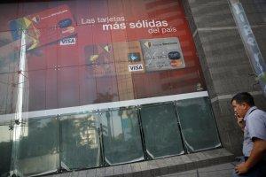 Maduro ofrece cuentas digitales en divisas, mientras los dólares en efectivo acaban en el BCV
