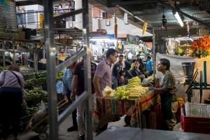 """En Venezuela se necesitan 32 sueldos mínimos para """"medio comer"""" durante dos semanas"""