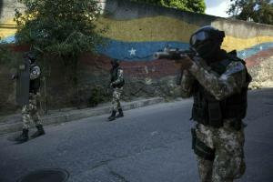 El chavismo armó a los barrios en defensa de la revolución: Ahora son poderosas bandas delictivas que se enfrentan a la policía