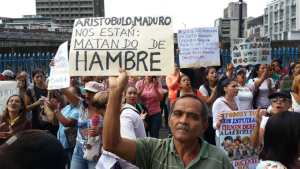 Maestros venezolanos exigen un salario de 600 dólares y mejores condiciones de trabajo
