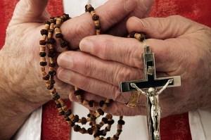 Exsacerdote irá a juicio en Costa Rica por violación de cuatro menores