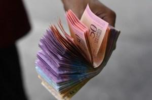 En las últimas cuatro semanas el bolívar se ha devaluado casi 80%