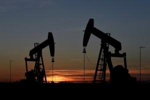 Petróleo cede en espera de la Opep+