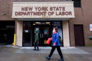 Los solicitudes semanales de subsidio por desempleo en EEUU bajaron a 473 mil
