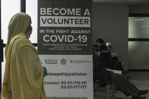 Unos 10.000 paquistaníes participan en prueba de vacuna china contra Covid-19