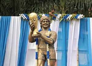 """India recuerda a """"su Dios"""" Maradona y transforma un hotel en un museo"""