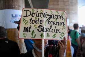 """""""Dolarizaron todo menos mi sueldo"""": Desespero de los docentes se hizo sentir en Plaza Caracas (Fotos)"""