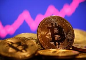 ¿Qué ocasionó el brutal desplome del bitcoin?