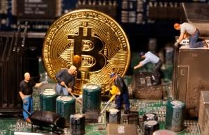 Qué tanto contamina el bitcoin, la moneda que consume más electricidad que varios países