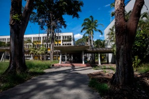 Así quedó la escuela de Estudios Políticos y Administrativos de la UCV tras robo (FOTOS)
