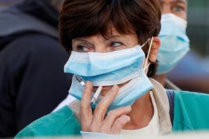 Fumadores tienen 50% más de riesgo de desarrollar diez síntomas de Covid-19