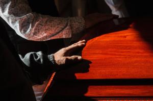 Tras asistir al funeral de un tío lejano, 16 integrantes de la misma familia murieron por Covid-19