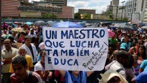 Maestros exigen mejoras salariales y la libertad del profesor Robert Franco #15Ene (VIDEO)