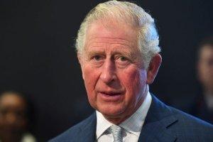 Príncipe Carlos agradeció personalmente al equipo médico que cuidó a su padre