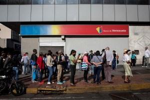 Denunciaron irregularidades en una agencia del Banco de Venezuela en Catia La Mar (VIDEO)