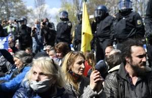 Gases lacrimógenos en Berlín para dispersar manifestación anti-restricciones