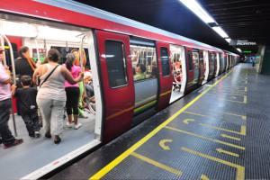 Usuarios del Metro de Caracas reportan explosión en rieles en la estación de Plaza Venezuela #21Abr