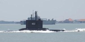 Encuentran rastros de combustible en la búsqueda por el submarino desaparecido en Indonesia