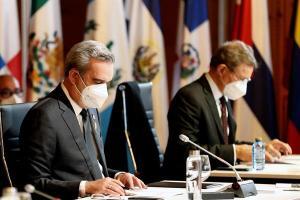 """El presidente dominicano denunció en la XXVII Cumbre Iberoamericana un presunto """"acaparamiento"""" de vacunas"""