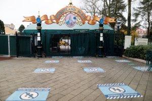 Disneyland París será un centro de vacunación contra el coronavirus: Inmunizará a mil personas por día