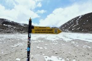 Dos escaladores, un estadounidense y un suizo, mueren en el Everest