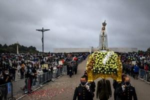 Los peregrinos de Fátima rezan para que termine la pandemia del Covid-19 (Fotos)