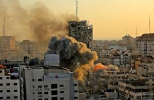 Imágenes impactantes: Así cayó la torre de TV Palestina tras ataque israelí