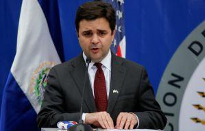 Enviado de Biden reiteró preocupación por crisis política en El Salvador tras reunión con Bukele