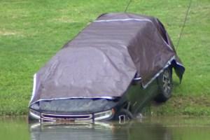 Hallaron cadáver dentro de una camioneta sumergida en un lago de Texas (Video)