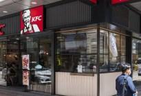 Estudiantes estafan a KFC con miles de dólares obteniendo comida gratis para luego revenderla