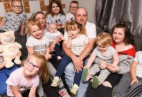 Dos familias con 11 hijos cada una cuentan cómo manejan la economía de la casa