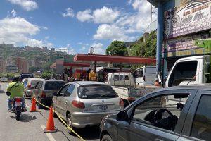 La producción de gasolina en Venezuela aumenta a 80 mil barriles diarios, pero se va para Cuba y al mercado negro