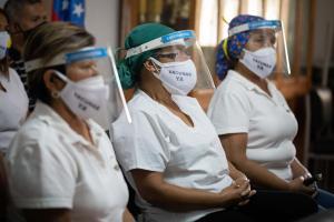 Expertos dejan en la calle al régimen: No es verdad que el personal de salud de Venezuela esté vacunado