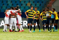 Perú rescató un empate ante Ecuador y prolonga definición del grupo B