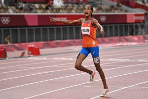 Sifan Hassan se corona como campeona olímpica en los 5.000 metros