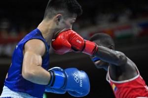 Polémica en Tokio: Boxeador colombiano Yuberjen Martínez dejó en silla de ruedas a su rival japonés… ¡Y perdió la pelea!