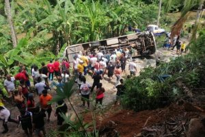 Grave accidente en Colombia dejó un muerto y ocho heridos de un equipo de fútbol aficionado