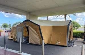 Auge del Covid-19 en Florida obliga a los hospitales a tratar a pacientes en tiendas de campaña