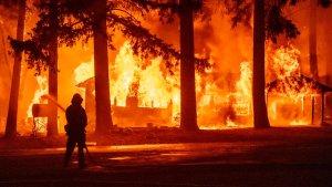 Gran incendio forestal de California se convirtió en el undécimo más grande de su historia