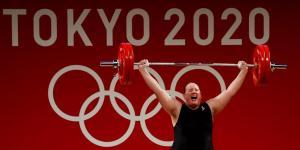 La primera atleta olímpica transgénero revela su intención de retirarse del deporte