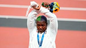 El contundente gesto de protesta de una medallista estadounidense en Tokio 2020 (Foto)