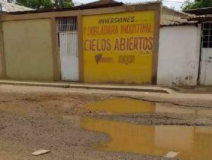 Vecinos denuncian cráteres rompecauchos en las calles del oeste de Maracaibo (FOTOS)