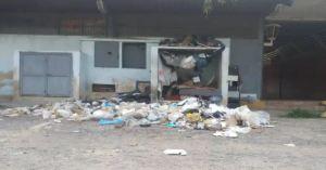 Indigente mantiene en condiciones insalubre alrededores de Protección Civil Bejuma