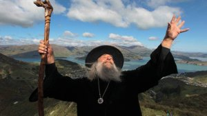Nueva Zelanda despide a su brujo oficial, un excéntrico personaje convertido en una popular atracción turística