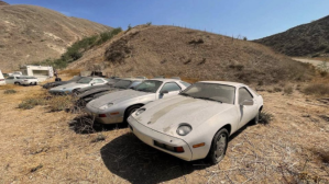 """La extraña historia del """"cementerio"""" de autos Porsche hallado en California"""