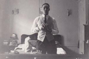La icónica selfie de Colin Powell en los años 50 que resurgió luego de su fallecimiento